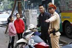 Công an phường Hàng Mã triển khai kế hoạch xử lý vi phạm về mũ bảo hiểm