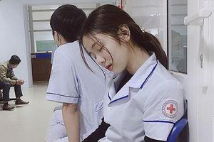 Nữ điều dưỡng Việt Nam ngủ gật xuất hiện trên báo Hàn Quốc: 'Công chúa trong bệnh viện'