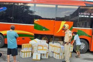 Bắt giữ gần 800kg chả nem lậu từ Hà Nội vào TPHCM
