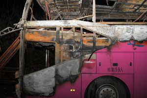 Xe buýt bốc cháy ở Trung Quốc, ít nhất 26 người chết