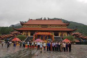 Làm tiền nơi cửa Phật