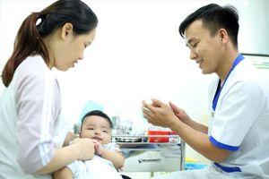 Đau xót hàng loạt trẻ thoi thóp vì 'tội ác' không dùng vaccine