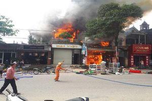 Hà Tĩnh: Cháy lớn ở nhiều nhà dân
