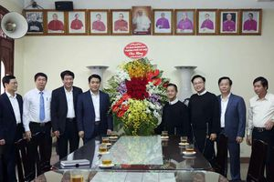 Chủ tịch TP Hà Nội chúc mừng Chánh xứ Giáo xứ Thái Hà Trịnh Ngọc Hiên được tái bổ nhiệm