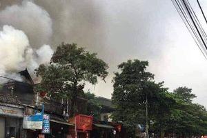 Hà Tĩnh: Hỏa hoạn giữa trưa khiến một tiệm tạp hóa bị thiêu rụi