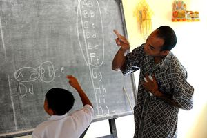 Kỳ lạ ngôi làng 'người thường cũng trở thành người điếc' ở Indonesia