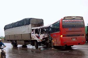 Nghệ An: Xe chở học sinh đi tham quan gặp nạn, 3 người bị thương