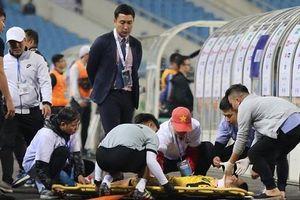 Pha va chạm kinh hoàng với hậu vệ U23 Thái Lan khiến cầu thủ U23 Brunei gãy cổ