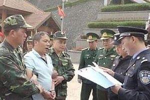 Biên phòng Lạng Sơn trao trả nghi phạm trốn truy nã cho Trung Quốc