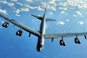 Một ngày, tiêm kích Su-27 Nga giám sát B-52 Mỹ