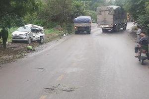 Tránh vào nhà dân, xe Innova vẫn bị xe tải 'điên' tông trực diện khiến 8 người thương vong