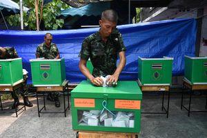 Các đảng chạy đua thành lập liên minh sau bất ngờ bầu cử Thái Lan