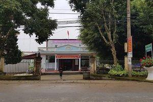 Cán bộ từng bắt dân chui qua háng vẫn giữ chức danh Hội thẩm nhân dân