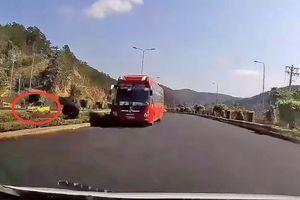 Xe khách chạy ngược chiều với tốc độ cao trên cao tốc Liên Khương - Prenn