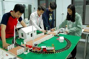 Sáng chế thiết bị đóng mở tự động barie tàu hỏa của nhóm học sinh Hà Nội