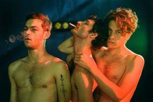'Knife + Heart': cảnh nóng đồng tính táo bạo, sát nhân máu lạnh và một mối tình day dứt