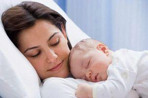 Mẹo hay cho mẹ trị bệnh 'ngủ ngày cày đêm' ở trẻ sơ sinh