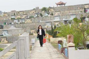 Cận Tết Thanh minh, người dân đổ về nghĩa trang đi tảo mộ cho tổ tiên