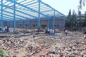 Vĩnh Long: Khởi tố vụ sập bức tường đang xây khiến 6 người chết, 2 người bị thương nặng