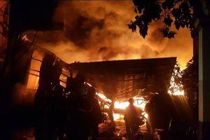 Kho dầu ở Hóc môn cháy kinh hoàng, người dân di tản trong đêm