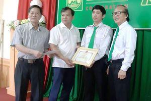Gia Lai: Khen thưởng tài xế taxi đỡ đẻ cho sản phụ 'mẹ tròn con vuông'