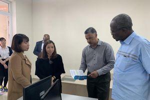 Đoàn công tác cấp cao Bờ Biển Ngà thăm các trường học tại Hà Nội