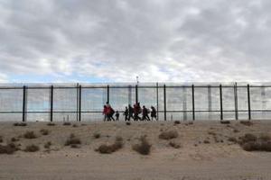 Bộ Quốc phòng Mỹ: 1 tỷ USD đã được chuyển để xây tường biên giới