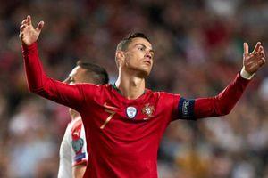 Bồ Đào Nha - Serbia 1–1: Ronaldo chấn thương vẫn tranh cãi với trọng tài