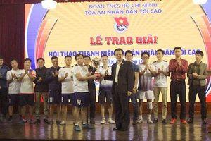 8 đội bóng tranh tài giải bóng đá thường niên 'Cúp Công lý' lần thứ II