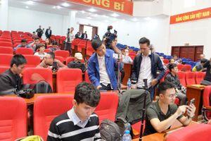 Hơn 50 cơ quan báo chí đang đưa tin họp báo vụ việc chùa Ba Vàng truyền bá vong oán