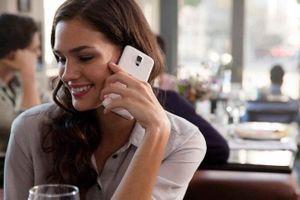 Làn da nhanh lão hóa nếu thường xuyên dùng điện thoại