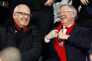 Hành động tuyệt vời của Sir Alex Ferguson dành cho những người giúp ông qua cơn nguy kịch