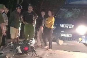 Trên đường về nhà, nữ sinh đi xe máy điện đâm trúng ô tô tải