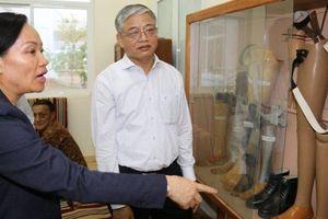 Bộ Lao động, Thương binh và Xã hội thăm Trung tâm chỉnh hình Lào