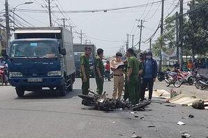 Xe tải và xe máy tông nhau, vợ chồng mới cưới tử vong