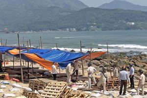 Hoàn thành tháo dỡ các lều quán dựng trái phép tại khu vực bãi biển rạn Nam Ô
