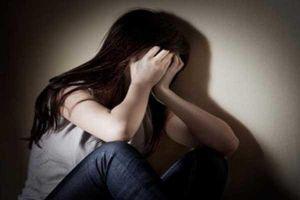 Bé gái 15 tuổi nhậu xỉn bị 2 thiếu niên hiếp dâm