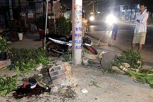 Xe mô tô tông trụ điện, 1 người chết, 1 người bị thương