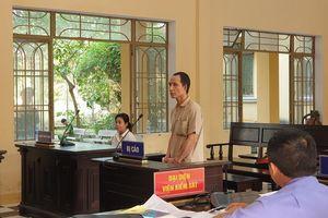 Quảng Nam: Anh trai đâm chết em ruột lãnh án 7 năm tù