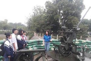 Khẩu pháo 37mm của các nữ dân quân Lam Hạ