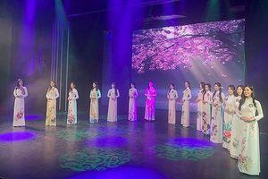 15 thí sinh khoe sắc tại Chung kết Đại sứ Thiện chí Hoa Anh Đào 2019