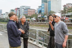 Người dân Thủ đô hào hứng với đường đi bộ ven sông Tô Lịch