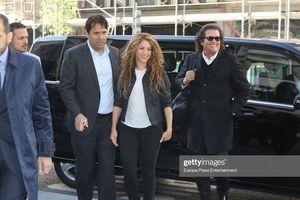 Đối mặt với nghi án đạo nhái, Shakira vẫn tươi cười rạng rỡ khi xuất hiện tại tòa án
