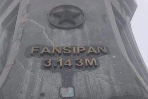 Đỉnh Fansipan bị khắc tên đôi nam nữ khiến dân mạng bức xúc