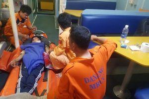 Kịp thời cứu ngư dân bị tai nạn trên biển