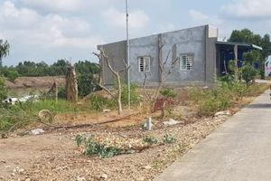 Huyện Kiên Lương, tỉnh Kiên Giang: Nhà xây sát bờ kênh Lung Lớn và những nguy cơ tiềm ẩn