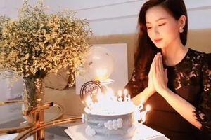 Đăng clip đón sinh nhật giản dị bên chiếc bánh kem, Tâm Tít vẫn 'nổi bần bật' bởi vẻ đẹp chuẩn hotmom