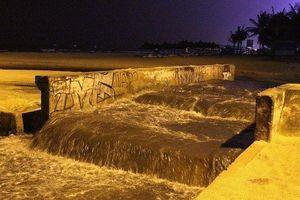 Nước thải lại tuôn ra bãi biển du lịch Đà Nẵng sau cơn mưa lớn