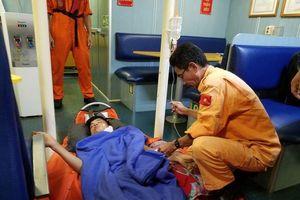 Đà Nẵng: Cấp cứu khẩn cấp thuyền viên bị thương nặng ở cổ