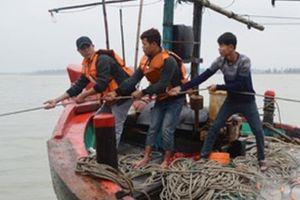 Nghệ An: Cứu thành công tàu cá cùng 16 thuyền viên bị nạn trên biển